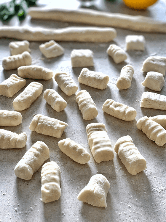 How to make vegan gluten-free cauliflower gnocchi at www.the.vgnway.com