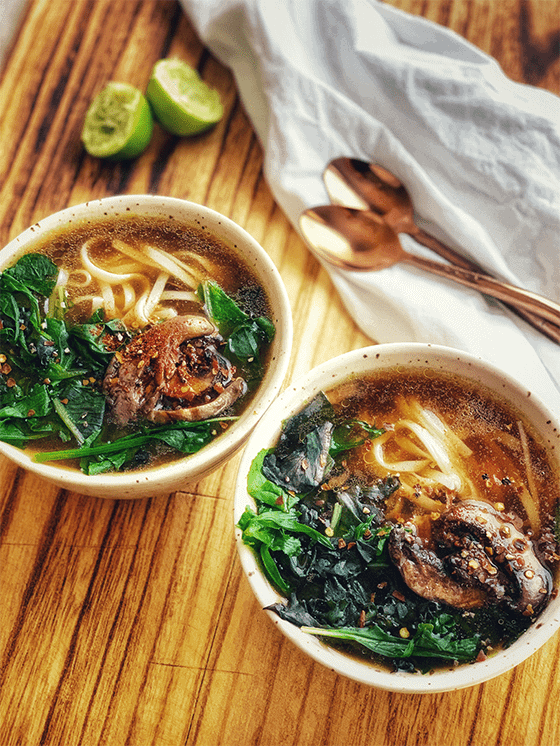 How to make Vegan Mushroom Pho Soup at www.thevgnway.com